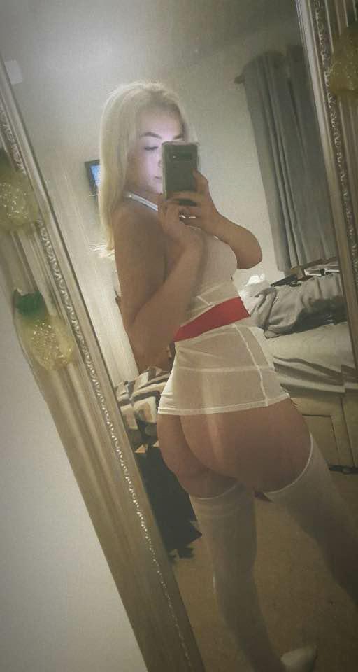 slatka medicinska sestra koja traži jebača